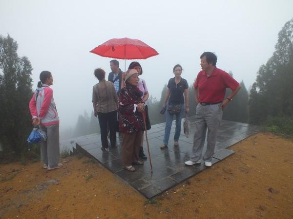 中国人民解放军长江支队老战士梁三兰女士回故乡探亲